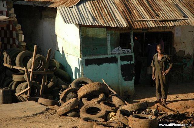 Zdjęcia: Mombasa, Zachodnia Kenia, Wulkanizacja po kenijsku, Mombasa, KENIA