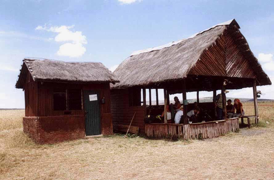 Zdjęcia: MAsai Mara, Rezerwat Masaj Mara, Budynek lotniska w rezerwacie Masai Mara, KENIA