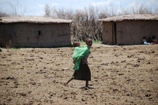 Zdj�cia: WIOSKA MASAJ�W, MASAI MARA, DZIEWCZYNA Z DZIECKIEM, KENIA