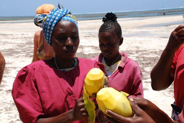Zdjęcia: Wybrzeże, Wybrzeże, Obierane Mango, KENIA