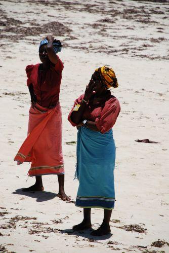 Zdjęcia: Wybrzeże, Wybrzeże, Sprzedawczynie z plaży, KENIA
