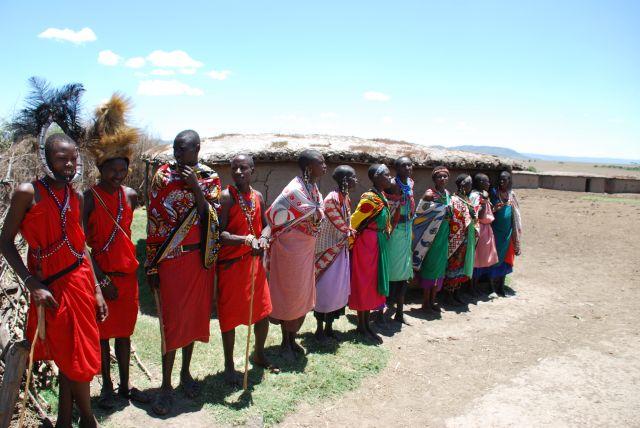 Zdjęcia: SAFARI, Masai Mara, Wioska Masajów- przywitanie, KENIA