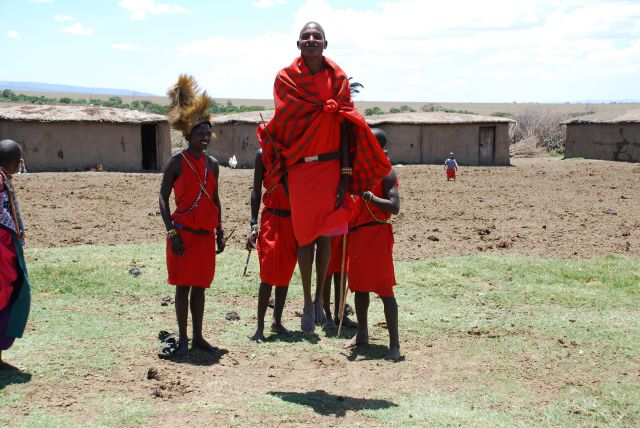 Zdjęcia: SAFARI, Masai Mara, Skaczący Masajowie, KENIA