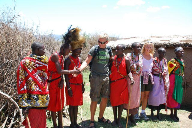 Zdj�cia: SAFARI, Masai Mara, Wioska Masaj�w- przywitanie, KENIA