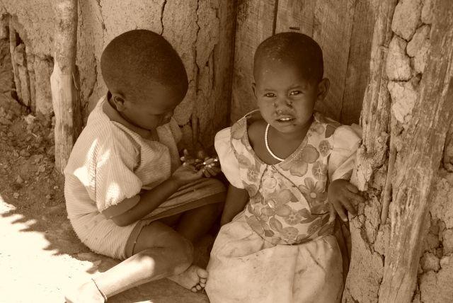 Zdjęcia: WIOSKA MASAJÓW, Masai Mara, Dzieciaki w wiosce Masajów, KENIA