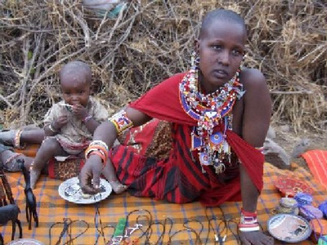 Zdj�cia: wioska masajska, Rezerwat Amboseli, jedna z masajkich �on, KENIA