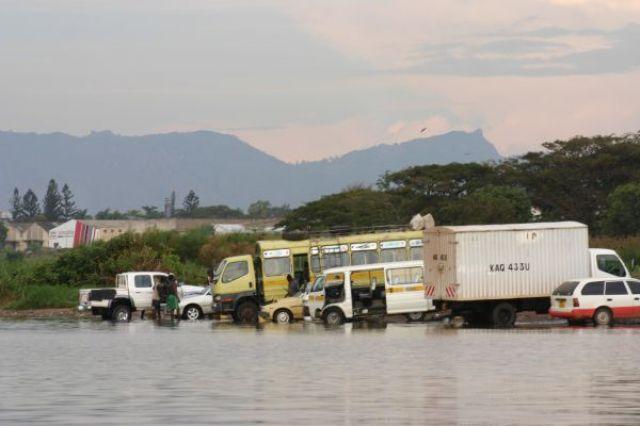 Zdj�cia: Jezioro Wictoria, Jezioro Wictoria, myjnia samochod�w, KENIA