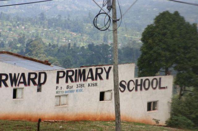 Zdjęcia: w drodze do Masai Mara, w drodze do Masai Mara, Szkoła, KENIA