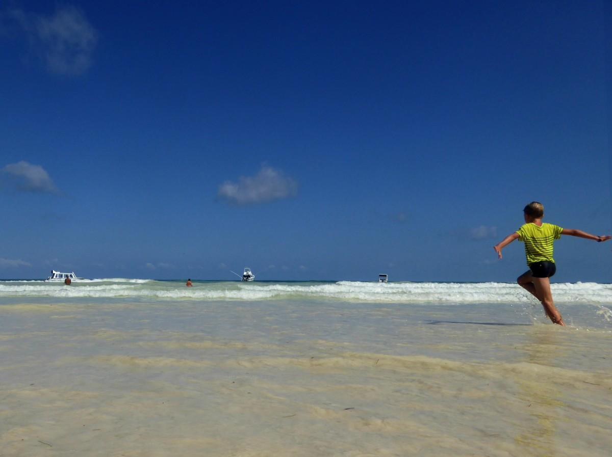 Zdjęcia: Diani Beach, Kenia Nadbrzeżna, Dziecięca radość, KENIA