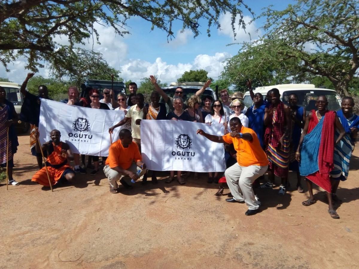 Zdjęcia: Tsavo East, Mombasa/Diani/Malindi, Grupa turystów z Polski na dzisiejszym safari, KENIA