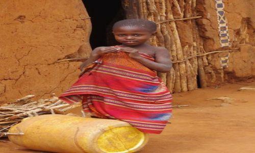 Zdjecie KENIA / Park Tsavo / Afryka / Konkurs - Dziewczynka z beczką