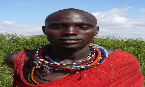 Zdjecie KENIA / Afryka Wschodnia / Amboseli  / twarzą w twarz z Masajem