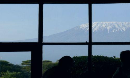 Zdjecie KENIA / Afryka Wschodnia / Amboseli / widok z okna hotelowej restauracji