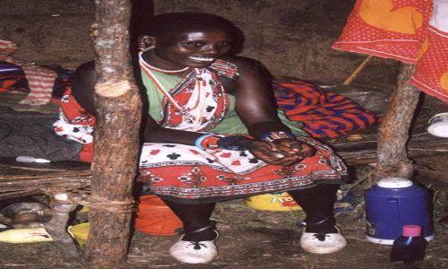 Zdjecie KENIA / MASAI MARA / WIOSKA MASJÓW / ŻONA WODZA