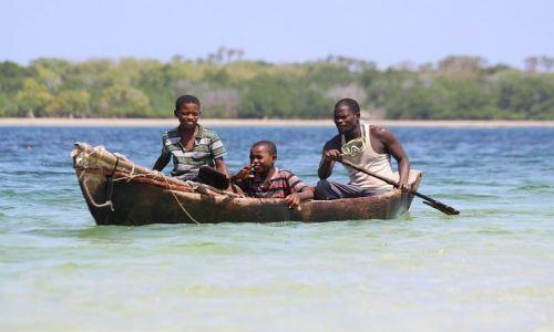 KENIA / Kisite Marine Park / Funzi Island / Poławiacze ośmiornic