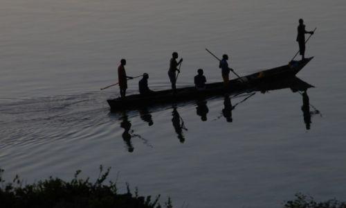 Zdjęcie KENIA / na północ od Mombasy / wybrzeże / Na łódce