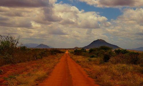 Zdjecie KENIA / TSAVO EAST / TSAVO EAST / highway to ...