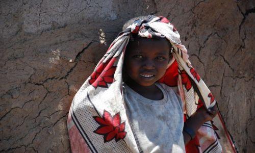 Zdjęcie KENIA / MASAI MARA / WIOSKA  / DZIEWCZYNKA