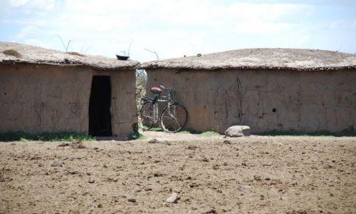 KENIA / Masai Mara / SAFARI / Bardzo Małe Domki Masajów