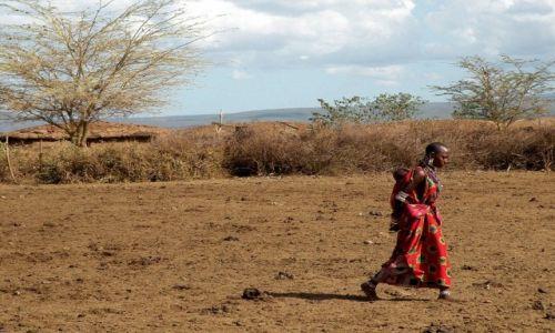 Zdjęcie KENIA / Amboseli / wioska masajska / Kobieta z dzieckiem