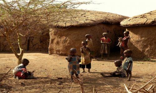 Zdjęcie KENIA / Amboseli / wioska masajska / Dzieciaki