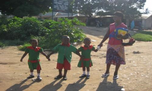 Zdjęcie KENIA / Mombasa coast / Ukunda / Dumna 'Kenya mama'.