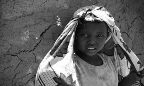 Zdjecie KENIA / Masai Mara / WIOSKA MASAJÓW / Mała Masajka
