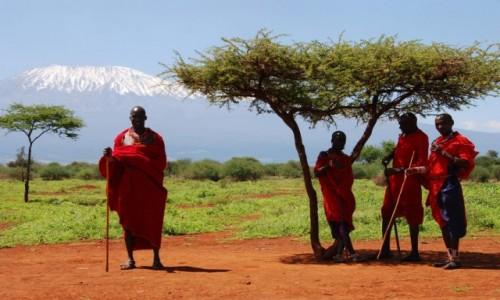 Zdjecie KENIA / Między Nairobi a wybrzeżem / Park Narodowy Tsavo / U stóp Kilimandżaro