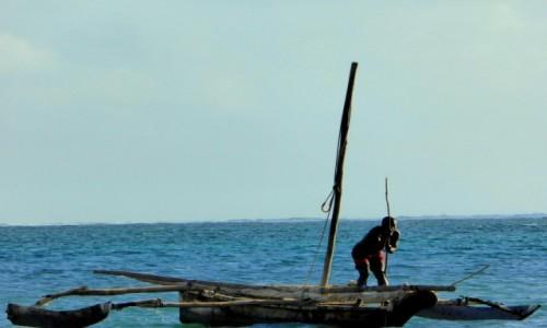 Zdjecie KENIA / Kenia Nadbrzeżna / Diani Beach / Łódka samoróbka