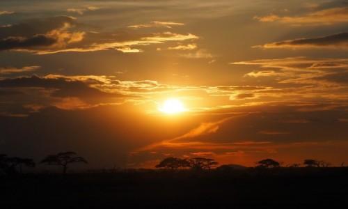 KENIA / południowa Kenia / Park Narodowy Amboseli / Zachód słońca
