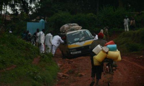 Zdjęcie KENIA / Kakamega / droga do Kakamega / Trochę gorsze drogi niż u nas