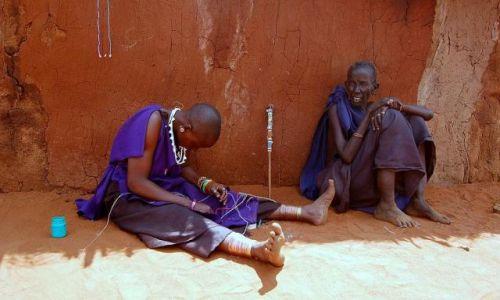 Zdjecie KENIA / brak / Wioska Masajów / wyrób koralików