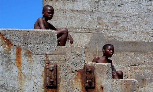 Zdjecie KENIA / brak / Mombasa / na schodach