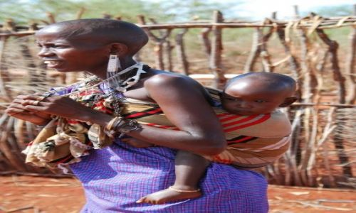 Zdjecie KENIA / Pomiędzy Nairobi, a Mombasą / Wioska Masajów / Mama Masai