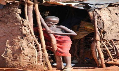 Zdjecie KENIA / Pomiędzy Nairobi, a Mombasą / Wioska Masajów / Zabawa w chowanego