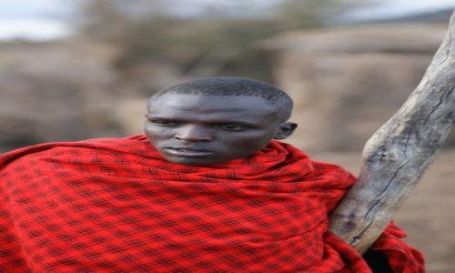 Zdjecie KENIA / brak / Masai Mara / zamyślony Masaj