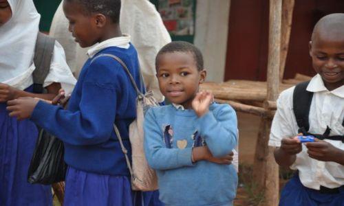 Zdjecie KENIA / Mombasa / Przed szkołą / W drodze do szkoły