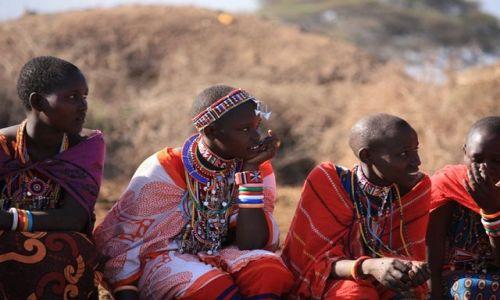 Zdjęcie KENIA / Park Narodowy Amboseli / wioska masajska / młode masajki