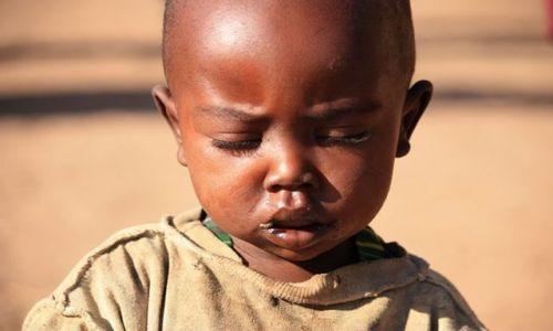 Zdjęcie KENIA / Park Narodowy Amboseli / wioska masajska / masajski chłopczyk