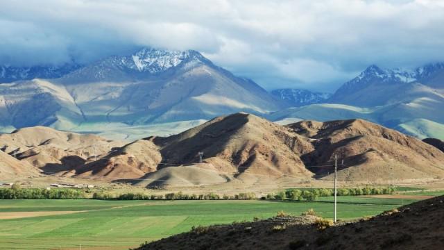 Zdjęcia: po południowej tronie  jeziora Issyk Kul, obwód issykkulski, Barwy Kirgizji, KIRGIZJA