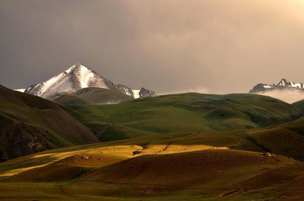 Zdjęcia: Tien Shan, Tien Shan, W drodze z Osh do Bishkek, KIRGIZJA