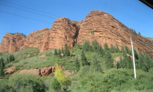 Zdjecie KIRGIZJA / Kirgistan / Kirgistan / Czerwone skały