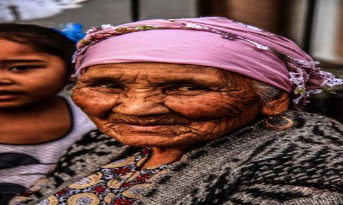 KIRGIZJA / Kirgistan / na bazarze /  Kirgiska babcia...
