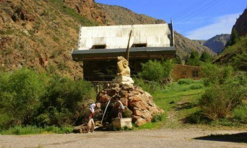 Zdjęcie KIRGIZJA / Dalan Pass / Dalan Pass / Woda lecznicza