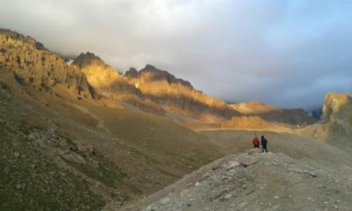 Zdjecie KIRGIZJA / - / Park Narodowy Ala-archa - rejon bazy alpinistów / Ala-archa - ostatni promień światła przed zmierzchem