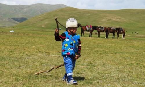 KIRGIZJA / - / - / Atrybuty jeźdźca używane od dziecka