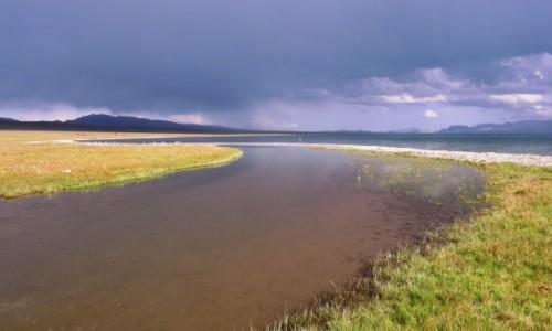 KIRGIZJA / Jezioro Song-Kul / - / Niespokojna pogoda nad jeziorem