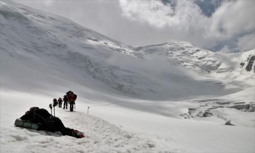 Zdjęcie KIRGIZJA / Pamir, Pik Lenina / W drodze do obozu II ( ok.5200 m) / Łatwizna