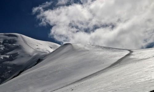 Zdjęcie KIRGIZJA / Pamir, Pik Lenina / W drodze do obozu III ( ok.5600 m) / Skala małości (w większym wymiarze)