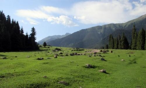 KIRGIZJA / Tien-Shan / Gdzieś powyżej Kyzyl Tuu / Kamień na kamieniu